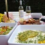 Geniet van verse bijgerechten, sauzes en salades naast het A kwaliteit barbecuevlees van Barbecue Budding